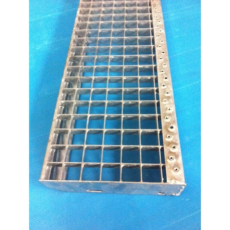 MARCHES CAILLEBOTIS 1000 X 270 MAILLE 30 X 30 PLAT 30X2